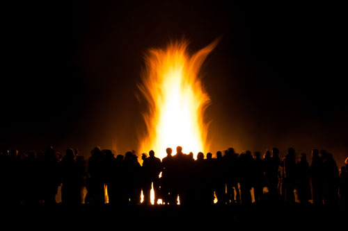 Heathen House will light your fire. Our weekly gatherings and online offerings provide nourishment for your mind, body, and soul. Now is your time to shine!